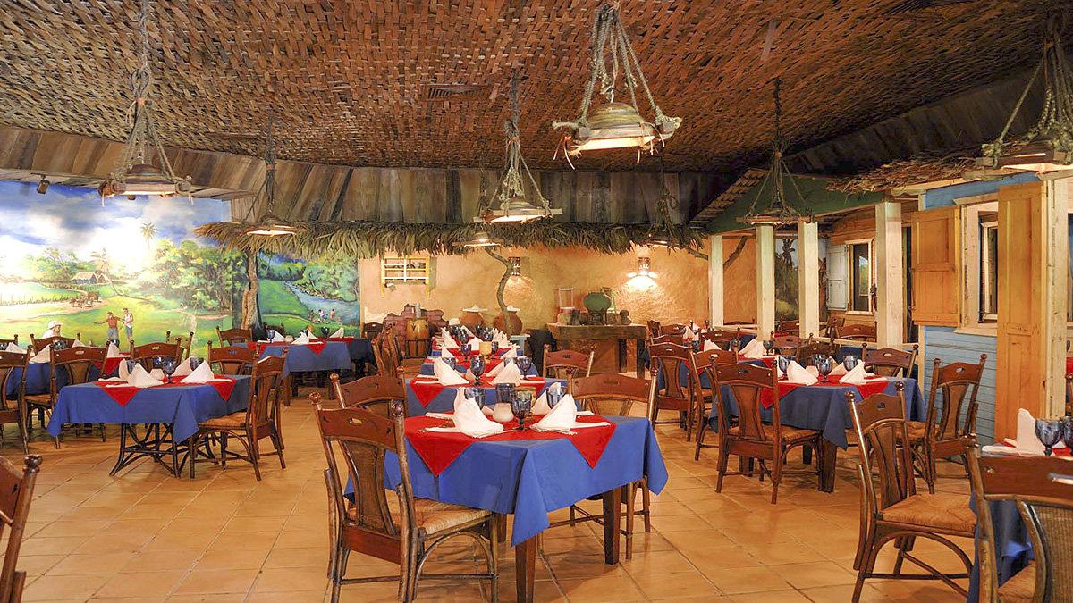 Рестораны в отеле Tropical Princess Beach Resort & Spa